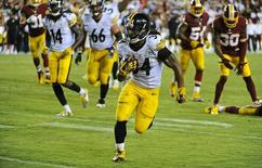 Sep 12, 2016; Landover, MD, USA; Pittsburgh Steelers running back DeAngelo Williams (34) rushes for a touchdown against the Washington Redskins during the second half at FedEx Field. Mandatory Credit: Brad Mills-USA TODAY Sports