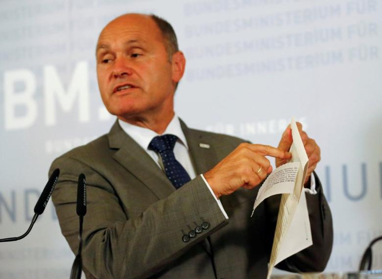 Austrian Interior Minister Wolfgang Sobotka holds a ballot paper (Wahlkarte) as he addresses a news conference in Vienna, Austria, September 12, 2016.    REUTERS/Leonhard Foeger