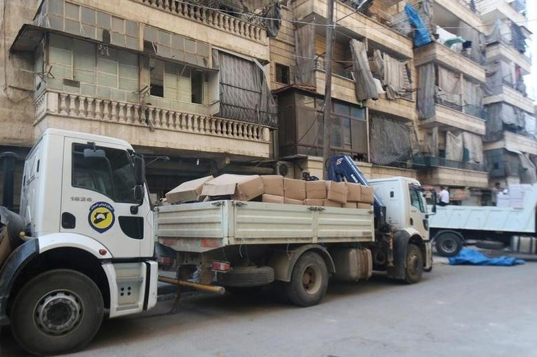A view shows a truck loaded with aid parcels that were brought into rebel held areas of Aleppo through civil defence vehicles from a newly opened corridor that linked besieged opposition held eastern Aleppo with western Syria that was captured recently by rebels, in Aleppo August 12, 2016. REUTERS/Abdalrhman Ismail/File Photo