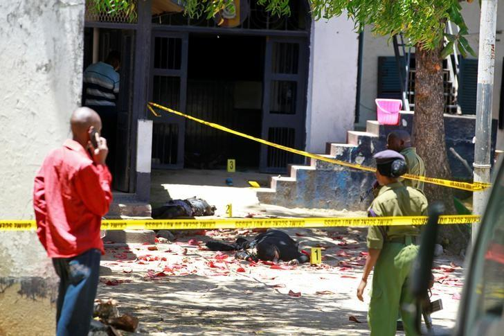 Kenya police officers look at the bodies of suspected attackers outside the central police station after an attack, in the coastal city of Mombasa, Kenya, September 11, 2016. REUTERS/Joseph Okanga