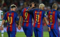 Jogadores do Barcelona comemoram gol.  13/9/16. Reuters / Paul Hanna