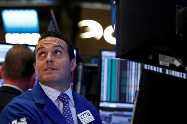9月13日、米国株式市場では、ダウ平均株価が258ドル値下がりしたほか、主要株価指数が軒並み1%強低下した。NY証取で撮影(2016年 ロイター/Brendan McDermid)