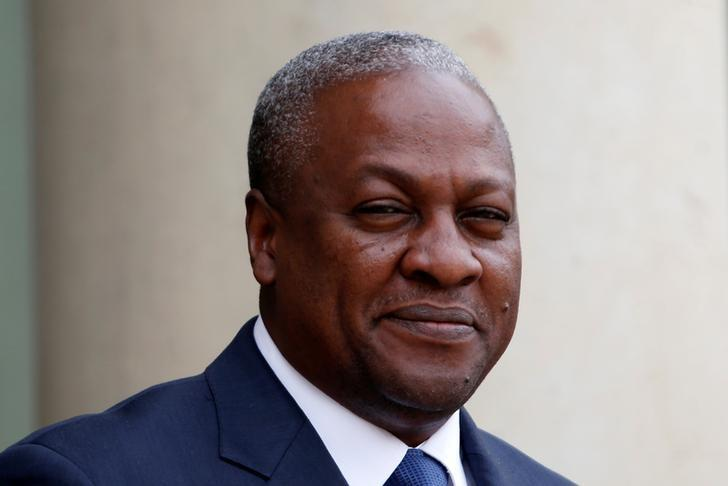 Ghana's President John Dramani Mahama arrives for a meeting with France's President at the Elysee Palace in Paris, France May 28, 2013.  REUTERS/Charles Platiau/File Photo