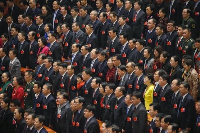 9月13日、中国の全国人民代表大会の常務委員会は、北東部の遼寧省の代表のうち約半数に当たる45人について、代表選挙で不正行為があったとして当選を無効にした。写真は3月北京・人民大会堂での全人代閉会式の模様(2016年 ロイター/Damir Sagolj)