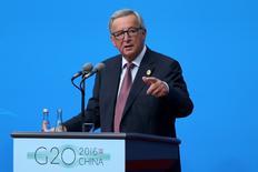 El presidente de la Comisión Europea, Jean-Claude Juncker, durante una rueda de prensa tras la cumbre del G20 en Hangzhou, China, el 4 de septiembre de 2016. El presidente de la Comisión Europea propuso el miércoles duplicar la capacidad de un fondo de inversión para impulsar el crecimiento y el empleo de la UE, además de lanzar un nuevo plan para ayudar a los países emisores de enormes flujos migratorios hacia Europa. China Daily/via REUTERS