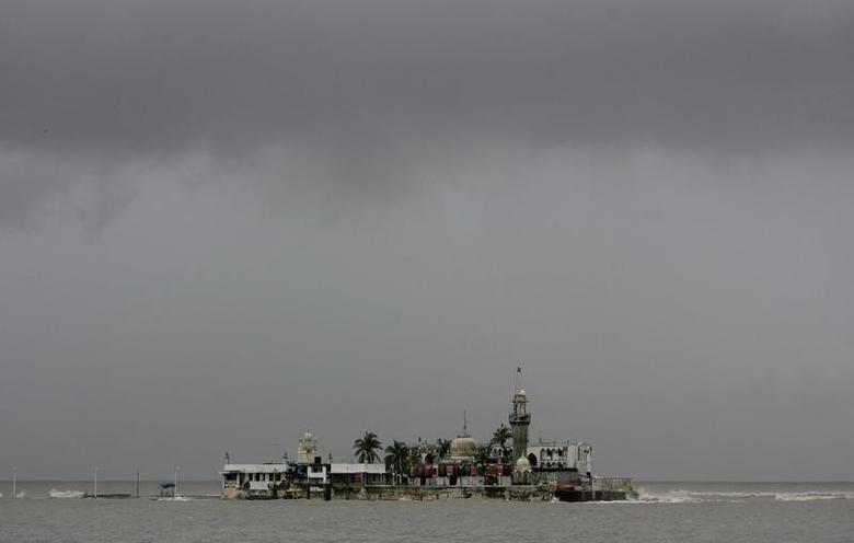 Monsoon clouds gather over Haji Ali mosque during heavy rains in Mumbai June 7, 2008. REUTERS/Punit Paranjpe/Files