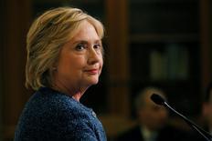 Хиллари Клинтон разговаривает с репортерами в Нью-Йорке. Кандидат в президенты США от демократов Хиллари Клинтон, сделавшая паузу в предвыборной кампании из-за пневмонии, планирует встретиться на следующей неделе с президентом Украины Петром Порошенко.  REUTERS/Brian Snyder