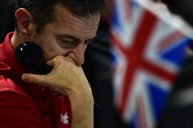 9月14日、銀行幹部らは、英EU離脱の移行期間について2年では不十分と主張した。写真はロンドンのディーリングルームで12日撮影(2016年 ロイター/Toby Melville)