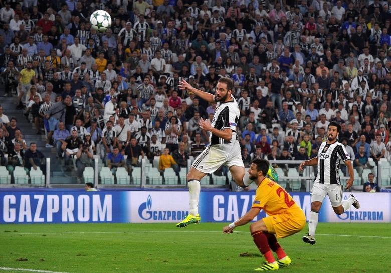 Football - Soccer -  Juventus v Sevilla  - UEFA Champions League Group Stage - Group H - Juventus Stadium, Turin, Italy - 14/09/2016.  Juventus' Gonzalo Higuain in action.      REUTERS/Giorgio Perottino    - RTSNRVR