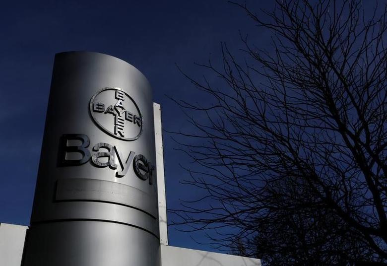图为德国拜耳的公司logo。拜耳称,获得孟山都(Monsanto)管理层同意,将以每股128美元的现金价格收购这家全球种子市场的领军企业。REUTERS/Ina Fassbender/File Photo