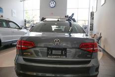 Volkswagen n'a pas encore décidé de la reprise ou non des ventes de véhicules diesel aux Etats-Unis, après le scandale de manipulation des tests sur les émissions polluantes, /Photo prise le 21 septembre 2015/REUTERS/Shannon Stapleton