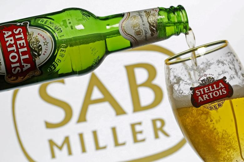 Photo illustration of beer flowing from a bottle of Stella Artois into a glass, part of the Anheuser-Busch InBev group, seen against a SABMiller logo, November 5, 2015.   REUTERS/Dado Ruvic/Illustration/File Photo
