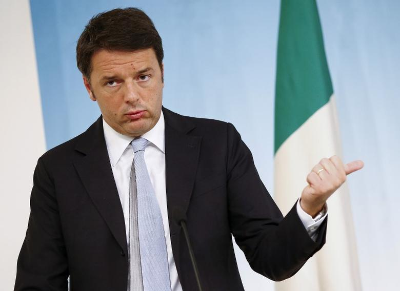 Italy's Prime Minister Matteo Renzi gestures during a news conference at the end of a cabinet meeting at Chigi Palace in Rome, Italy, October 15, 2015. REUTERS/Tony Gentile/File Photo
