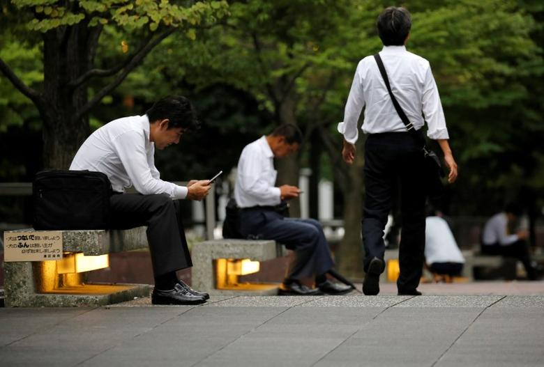 Businessmen are seen at a business district in Tokyo, Japan, September 14, 2016. Picture taken September 14, 2016. REUTERS/Toru Hanai