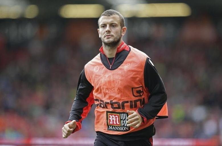 Britain Soccer Football - AFC Bournemouth v West Bromwich Albion - Premier League - Vitality Stadium - 10/9/16Bournemouth's Jack Wilshere warms up on the sidelinesAction Images via Reuters / Henry BrowneLivepic