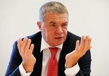 Зампред Газпрома Александр Медведев на Саммите Рейтер в Москве 15 сентября 2016 года. Газовый концерн Газпром договорился с Туркменгазом о двухгодичной паузе в закупках туркменского газа, сказал на саммите Рейтер в четверг зампред Газпрома Александр Медведев.REUTERS/Grigory Dukor