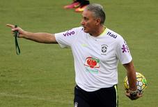 Tite comanda treino do Brasil em Manaus.  4/9/16.  REUTERS/Paulo Whitaker