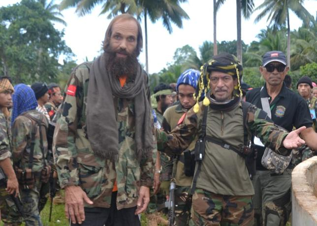 Moro National Liberation Front (MNLF) leader Nur Misuari (front R) escorts former hostage Norwegian national Kjartan Sekkingstad (front L) after he was freed from the al Qaeda-linked Abu Sayyaf Islamist militant group, in Jolo, Sulu, in southern Philippines, September 18, 2016. REUTERS/Nickie Butlangan