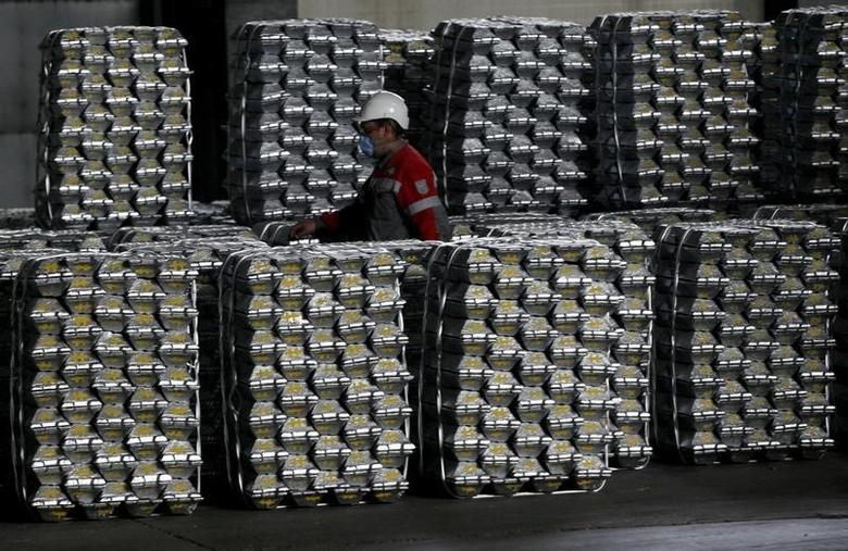2014年7月8日,俄罗斯西伯利亚, Rusal Krasnoyarsk铝冶炼厂的铝锭。REUTERS/Ilya Naymushin