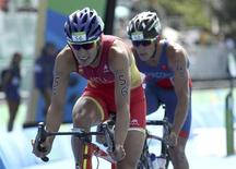 2016 Rio Olympics - Triathlon - Final - Men's Final - Fort Copacabana - Rio de Janeiro, Brazil - 18/08/2016. Mario Mola (ESP) of Spain and Leonardo Chacon (CRC) of Costa Rica compete. REUTERS/Damir Sagolj  FOR EDITORIAL USE ONLY. NOT FOR SALE FOR MARKETING OR ADVERTISING CAMPAIGNS.