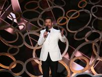 Host Jimmy Kimmel closes the show at the 68th Primetime Emmy Awards in Los Angeles, California, U.S., September 18, 2016.  REUTERS/Mike Blake