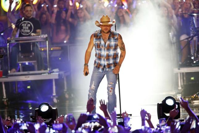 Musician Jason Aldean performs ''Lights Come On'' during the 2016 CMT Music Awards in Nashville, Tennessee U.S. June 8, 2016.  REUTERS/Jamie Gilliam