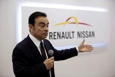 Carlos Ghosn, le PDG de Renault-Nissan. L'alliance franco-japonaise a racheté l'entreprise française Sylpheo, spécialisée dans le développement de logiciels, afin d'accélérer l'expansion de ses programmes de véhicules connectés et de services de mobilité. Les termes de l'acquisition n'ont pas été précisés. /Photo prise le 25 avril 2016/REUTERS/Kim Kyung-Hoon
