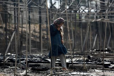 Fire rips through Greek migrant camp