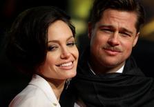 Brad Pitt e Angelina Jolie posam para fotos em Berlim. 19/01/2009 REUTERS/Hannibal Hanschke