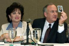 File photo of Patsy Ramsey and her husband, John Ramsey producing a picture of Jon-Benet Ramsey during a press conference in Atlanta where they released the results of an independent lie detector test, May 24, 2000.  REUTERS/Stringer