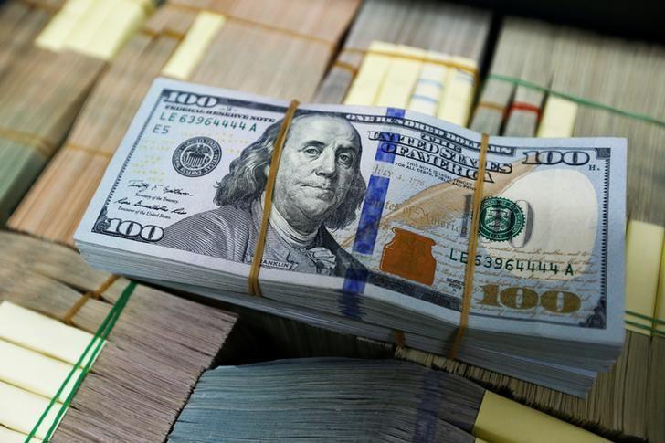 U.S. dollar notes are seen at a Kasikornbank in Bangkok, Thailand, May 12, 2016. REUTERS/Athit Perawongmetha/Files