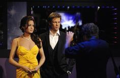 Estátuas de cerca de Angelina Jolie e Brad Pitt vistas no Madame Tussauds.    21/07/2009        REUTERS/Phil McCarten
