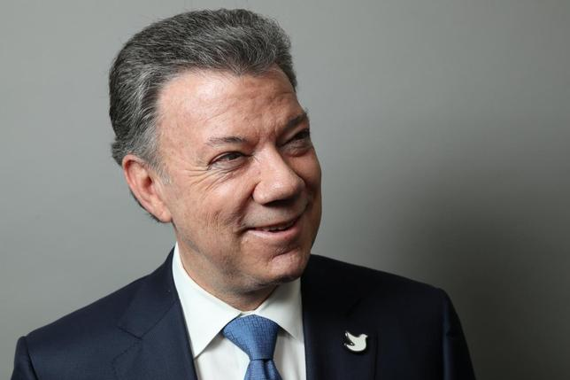 Colombian President Juan Manuel Santos poses for a portrait as he exits a Reuters Newsmaker conversation in Manhattan, New York, U.S., September 21, 2016. REUTERS/Andrew Kelly