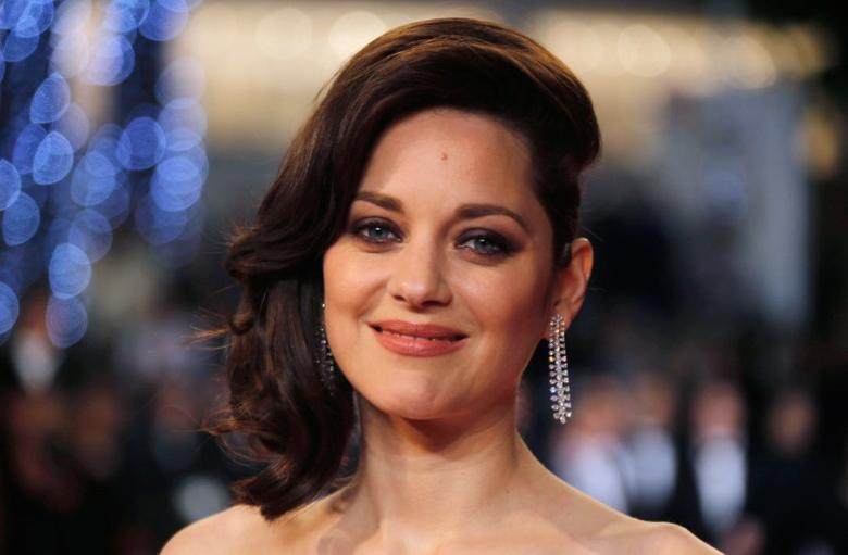 FILE PHOTO --  Cast member Marion Cotillard poses on the red carpet as they arrive for the screening of the film ''Juste la fin du monde'' (It s Only the End of the World) in competition at the 69th Cannes Film Festival in Cannes, France, May 19, 2016.  REUTERS/Regis Duvignau/File Photo