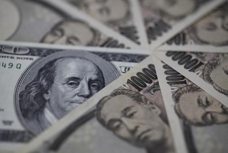 图为美元和日圆纸币。REUTERS/Shohei Miyano