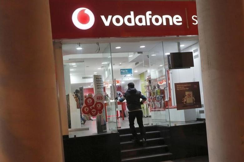 A customer enters a Vodafone store in New Delhi, India, December 29, 2015.  RETUERS/Adnan Abidi