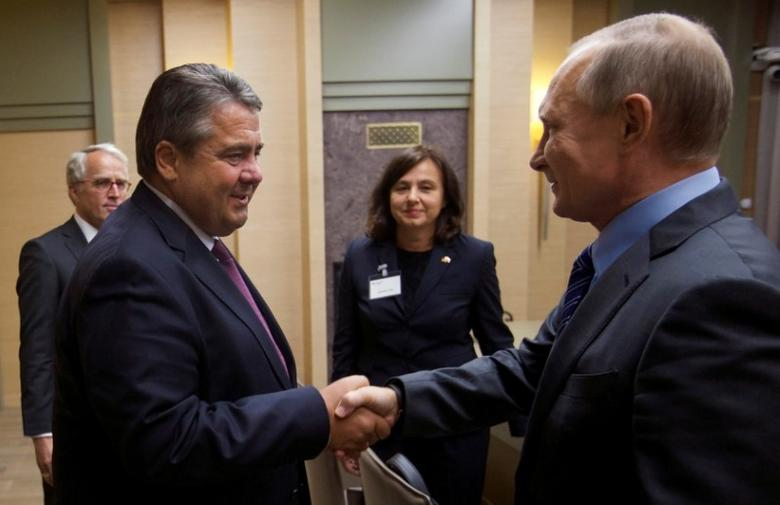 Russian President Vladimir Putin (R) and German Vice Chancellor and Economy Minister Sigmar Gabriel shake hands during their meeting at the Novo-Ogaryovo state residence outside Moscow, Russia September 21, 2016. REUTERS/Ivan Sekretarev/Pool