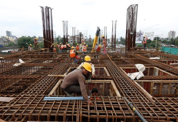 Labourers work at the construction site of a metro rail station in Kolkata, India August 31, 2016. REUTERS/Rupak De Chowdhuri
