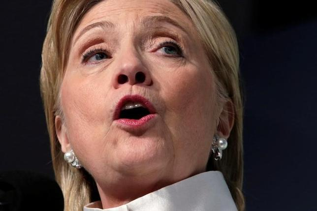 9月22日、クリントン氏は、超富裕層の遺産相続税率を最大65%に引き上げることを提案した。写真はワシントンで17日撮影(2016年 ロイター/Yuri Gripas)