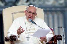 Papa Francisco fala na Praça de São Pedro. 21/9/2016. REUTERS/Remo Casilli