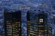 Deutsche Bank resolverá sus propios problemas sin tener que depender de la ayuda de Berlín, dijo el principal banco germano el lunes.  Imagen de la sede de Deutsche Bank en Francfort, Alemania, el 26 de enero de 2016.   REUTERS/Kai Pfaffenbach/File Photo