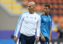 Football Soccer - Real Madrid Training - San Siro Stadium, Milan, Italy - 27/5/16 Real Madrid coach Zinedine Zidane and Cristiano Ronaldo during training Reuters / Stefano Rellandini