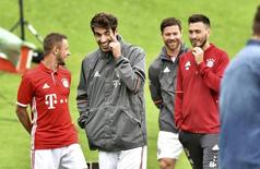 Football Soccer - Bayern Munich photocall - German Bundesliga - Munich, Germany - 10/08/16. Bayern Munich's Javi Martinez (C) arrives for the official photocall. REUTERS/Lukas Barth