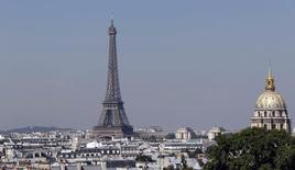 La France émettra 185 milliards d'euros de dette à moyen et long termes en 2017 (nets des rachats), soit un montant légèrement inférieur à celui de 187 milliards prévu pour cette année, a annoncé mercredi l'Agence France Trésor (AFT). /Photo prise le 26 août 2016/REUTERS/Régis Duvignau