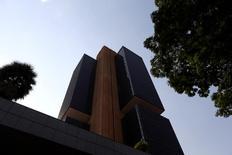 El Banco Central de Brasil en Brasilia, sep  15, 2016. Los préstamos impagos por al menos 90 días en Brasil no mostraron cambios en agosto respecto a julio, señal de que los esfuerzos de los bancos por refinanciar los vencimientos próximos de la deuda podrían aliviar la crisis de crédito del país, según un reporte del Banco Central publicado el miércoles.  REUTERS/Adriano Machado