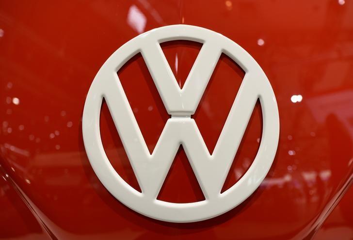 The logo of German car maker Volkswagen is seen at the IAA truck show in Hanover, September 22,  2016.  REUTERS/Fabian Bimmer - RTSP5U5