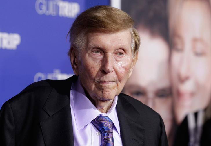 FILE PHOTO: Sumner Redstone, executive chairman of CBS Corp. and Viacom, arrives at the premiere of 'The Guilt Trip' in Los Angeles December 11, 2012.  REUTERS/Fred Prouser/Files