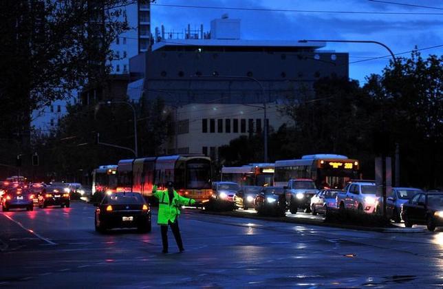 9月29日、激しい嵐に見舞われ、州全土で大規模な停電が発生した豪サウスオーストラリア州で、電気がほぼ復旧した。写真はサウスオーストラリア州で28日撮影(2016年 ロイター/David Mariuz)