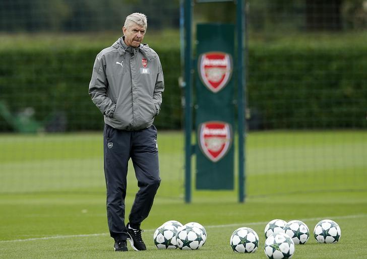 Britain Soccer Football - Arsenal Training - Arsenal Training Ground - 27/9/16Arsenal manager Arsene Wenger during trainingAction Images via Reuters / Andrew Couldridge/ Livepic