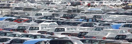 Les immatriculations de voitures neuves ont augmenté de 2,5% au mois de septembre par rapport à septembre 2015. Sur les neuf premiers mois de l'année, la hausse du marché automobile français est de 5,7%. /Photo d'archives/REUTERS/Albert Gea